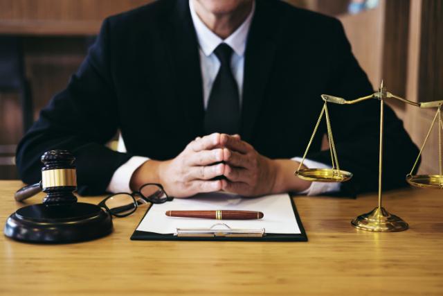לאיזה עורך דין פונים במקרה של פיטורים